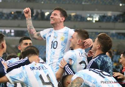 De beelden waar de fans al jaren op wachten: Messi kan met Argentinië trofee optillen