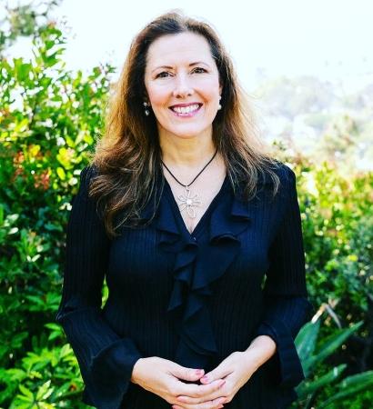 Cynthia Ayer, real estate broker in Laguna Beach, CA
