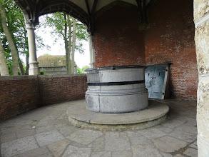 Photo: De cisterne van de kerk