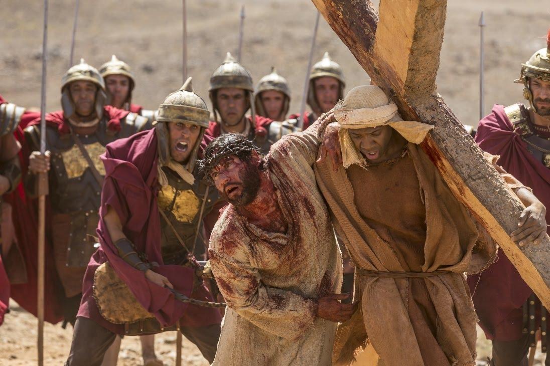 Jesus e Simão chegam até onde está os dois ladrõesNovela Jesus