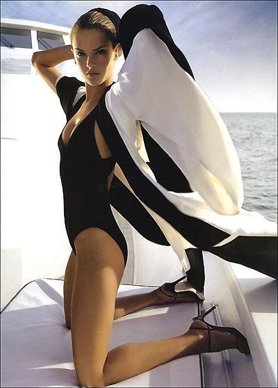 beautiful hottie 4d1f421a02000x05.jpg STsbyE -  http://ahotgirl.blogspot.com | http://gallery.henku.info