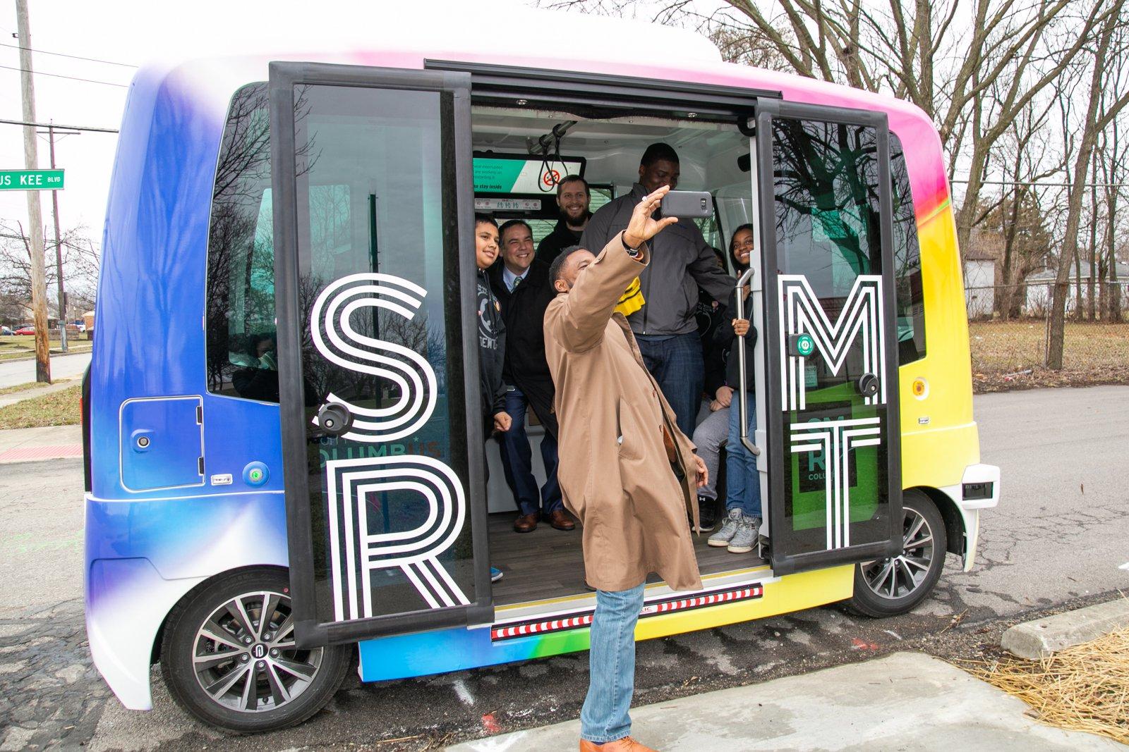 Serviço de ônibus elétrico autônomo deve ser retomado até março de 2021, durante estudo realizado sobre mobilidade inteligente. (Fonte: Smart Columbus)