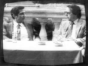 Photo: Suárez, en un debate de TVE-C al que fue invitado Amado Moreno como redactor-jefe de Diario de Las Palmas.