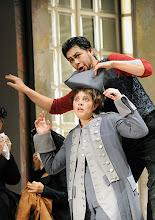 Photo: Wiener Volksoper: LE NOZZE DI FIGARO - Inszenierung Marco Arturo Marelli. Premiere am 25.11.2012. Dorottya Láng, Yasushi Hirano. Foto: Barbara Zeininger