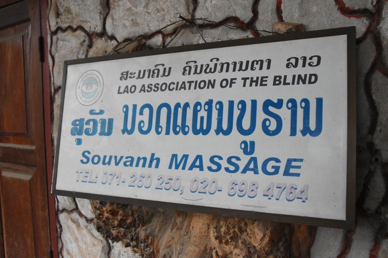 ラオス盲人協会/スワン・マッサージの看板