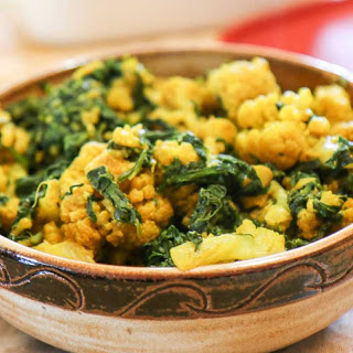 Palak Gobi Sabzi Recipe (Indian Style Cauliflower with Spinach)