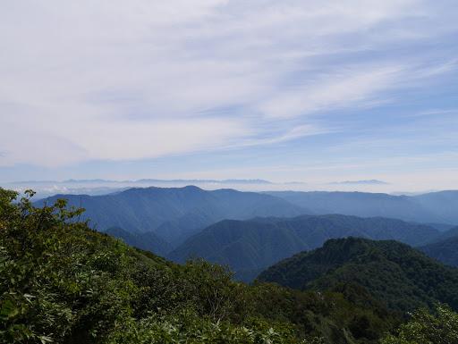 右から乗鞍岳・焼岳・北アルプスなど