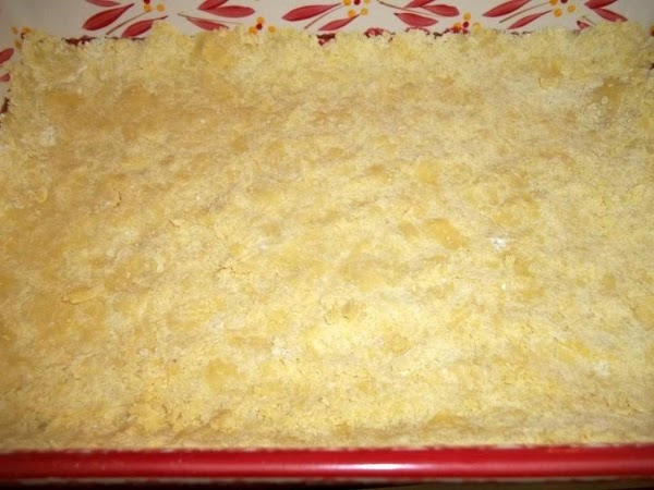 Preheat oven to 300 degree F.  In a medium sized bowl, combine cake mix (...