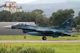 Photo: 07に着陸するF-2を330mmで撮影