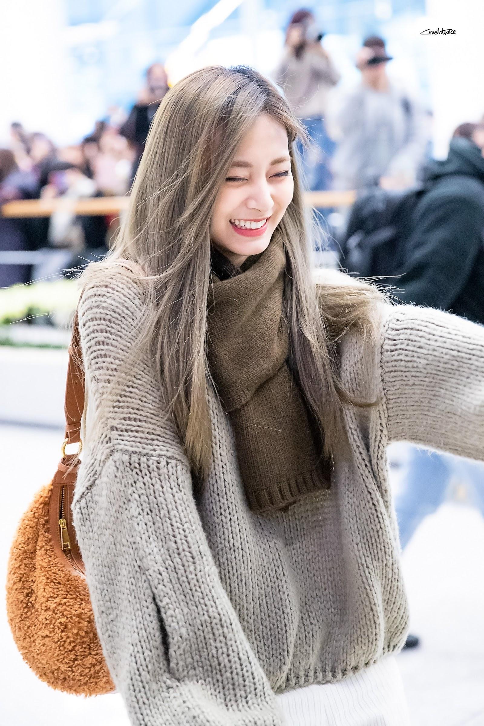 tzuyu sweater 8