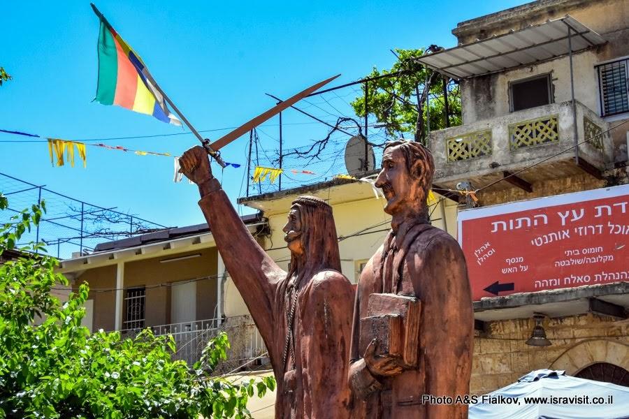 Памятник в г. Пкиин. Израиль.