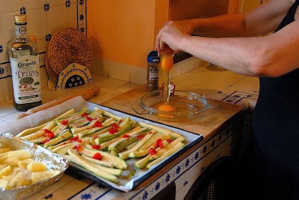 Patate, zucchine al forno ed una bella frittata per cena di albertocastagnaphoto