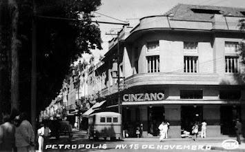 Photo: Confeitaria D´Ângelo, esquina da Rua do Imperador com Praça D. Pedro. Foto da década de 50
