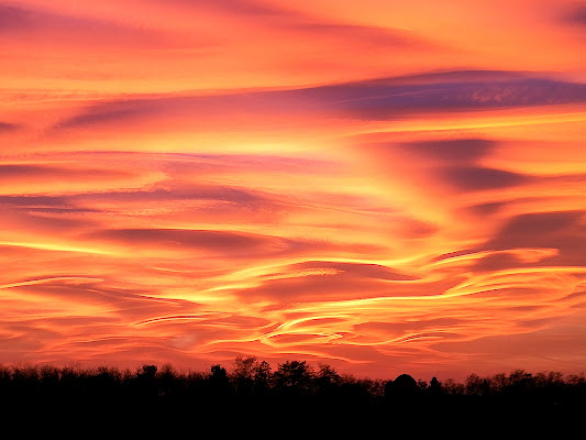 orange waves in the sky di MrBraun