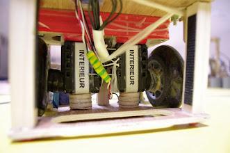 Photo: L'espace pour le système suiveur de ligne, le système de propulsion de arrière plan