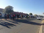 Over 100 people are gathered outside Supa store in Thokozoza Park, Soweto.