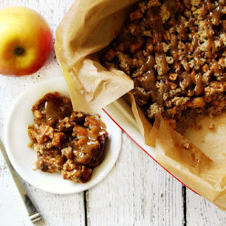 Gluten-Free Vegan Apple Crumble with Caramel Sauce (Vegan, Gluten-Free, Dairy-Free, Grain-Free, Flourless, Egg-Free, Paleo-Friendly, No Refined Sugar).