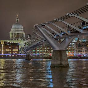 Millennium Bridge by Sarah Tregear - City,  Street & Park  Night ( uk, london, st paul's, millennium bridge, night, bridge, river,  )