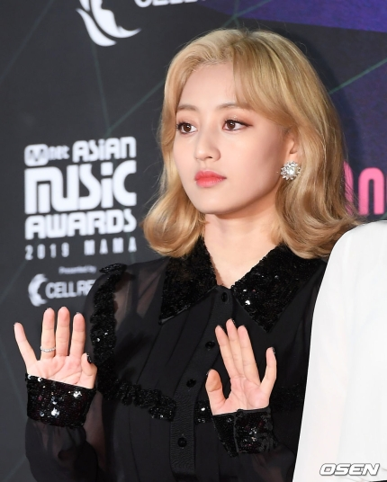 jihyo blonde 2
