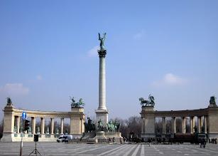 Photo: Hősök tere – A Millenniumi emlékmű bronzszobrait Zala György tervezte, és többségében ő kivitelezte