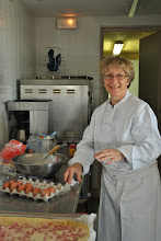 Photo: Préparation des repas  samedi soir et dimanche pour le juge et le personnel de terrain