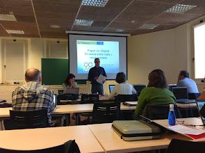 """Photo: Eduard Bech abans de la presentació """"Electrònic vs. paper?"""""""