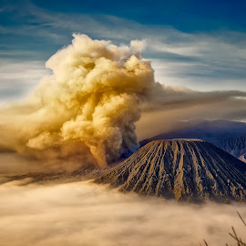 Eruption by Tien Sang Kok - Landscapes Mountains & Hills ( volcano, nature, mount bromo, landscape, eruption )