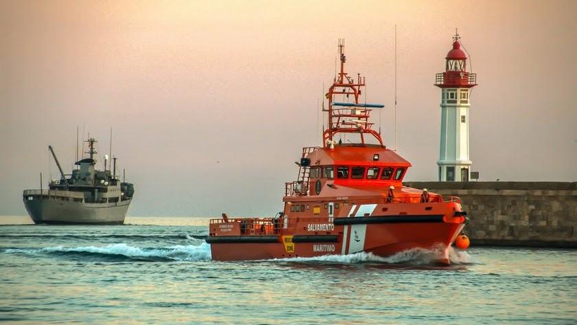 Rescatada una patera con 32 personas a bordo