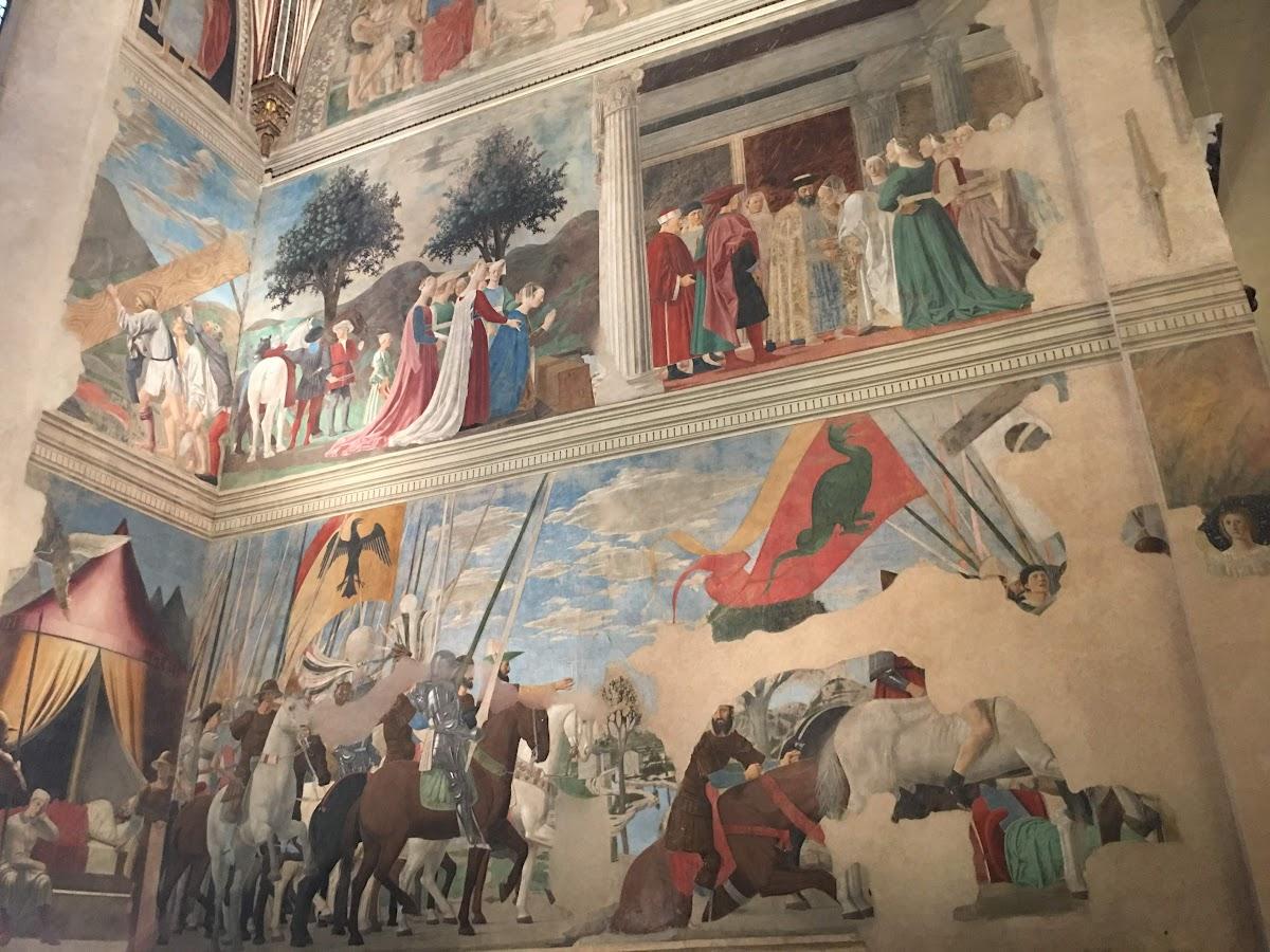 Piero della Francesca, Le Storie della Vera Croce, parete destra Adorazione della Croce (primo registro) e Vittoria di Costantino su Massenzio, Basilica di San Francesco, Arezzo