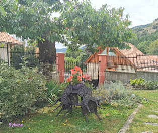 maison à Esparron (05)