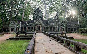 Photo: Aloitimme Angkorin alueen tutustumisen Ta Prohmin temppelillä aamun sarastaessa