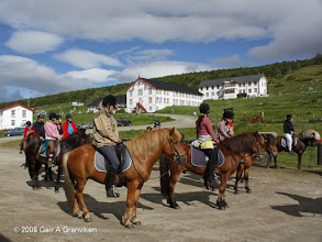 Photo: Ready for the day's riding trip with Hjerkinn Fjellstue & Fjellridning
