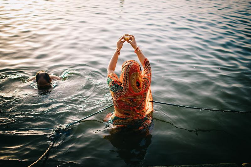 Saluto al sole in India di paola grassi