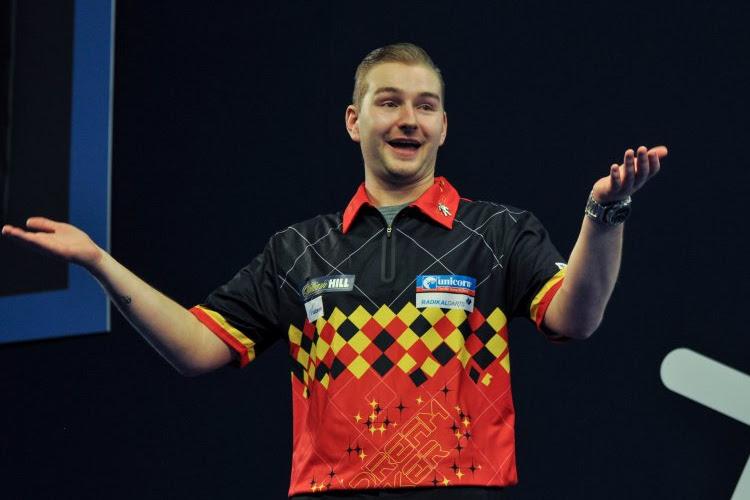 Dimitri Van den Bergh zit bij de laatste 32 op het WK Darts na uitstekende partij