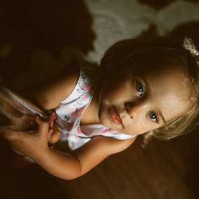 #girl by Szymon Stasiak - Babies & Children Child Portraits ( #portrait #girl #light )