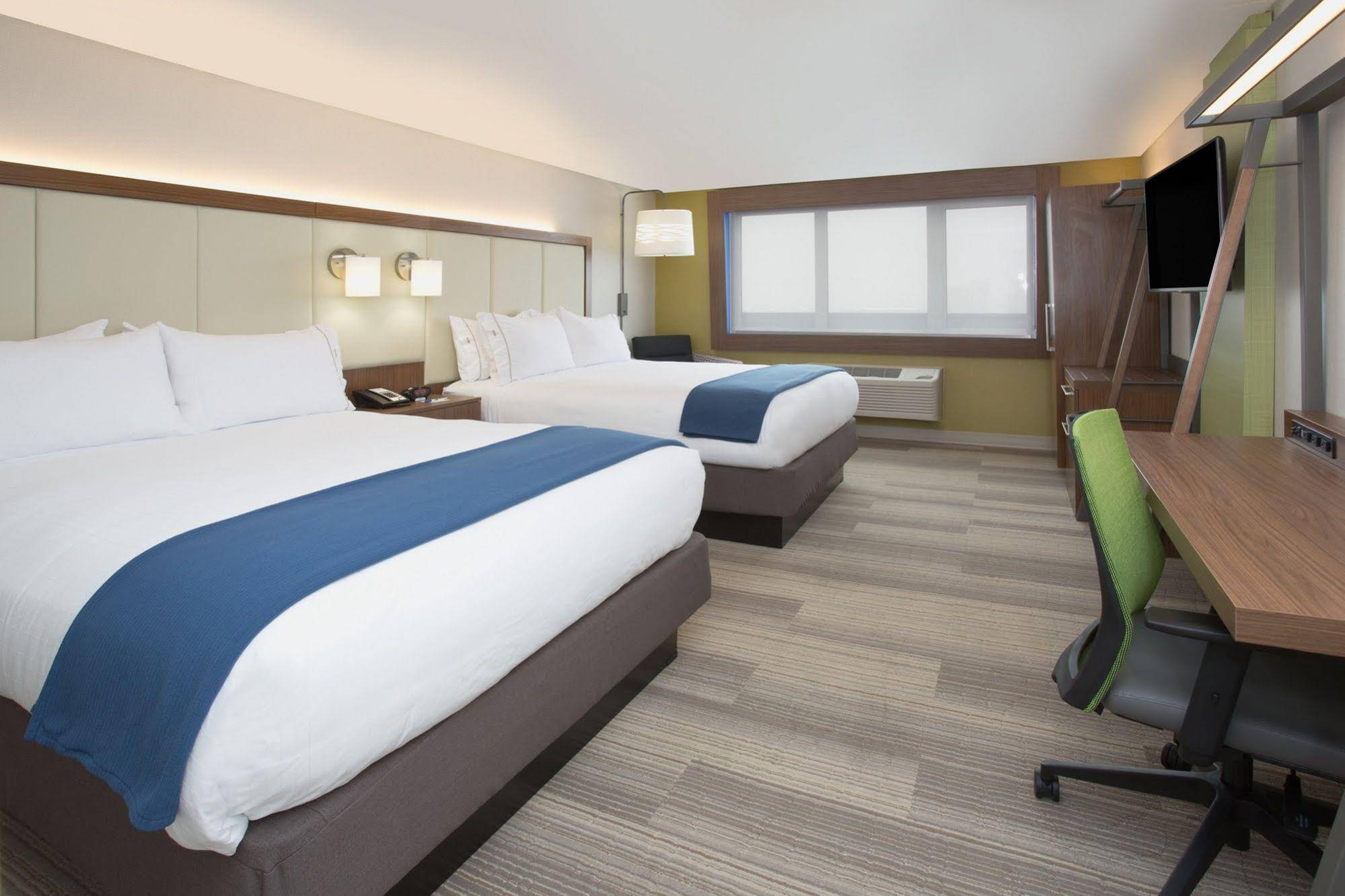 Holiday Inn Express and Suites Van Horn