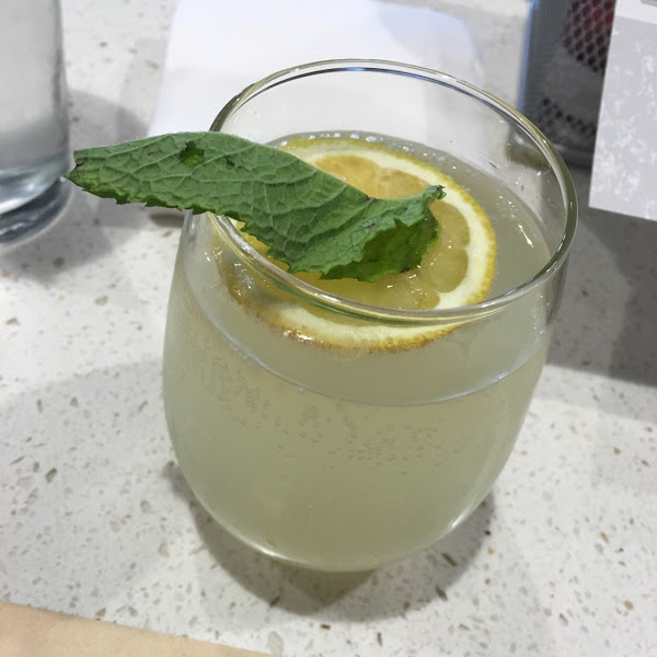 Prosecco lemonade cocktail