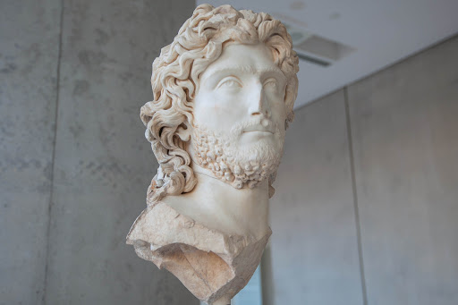Statue-in-acropolis-museum.jpg - A sculpture, thought to be of a priest, at the Acropolis Museum in Athens.