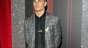 Aaron Sidwell engaged