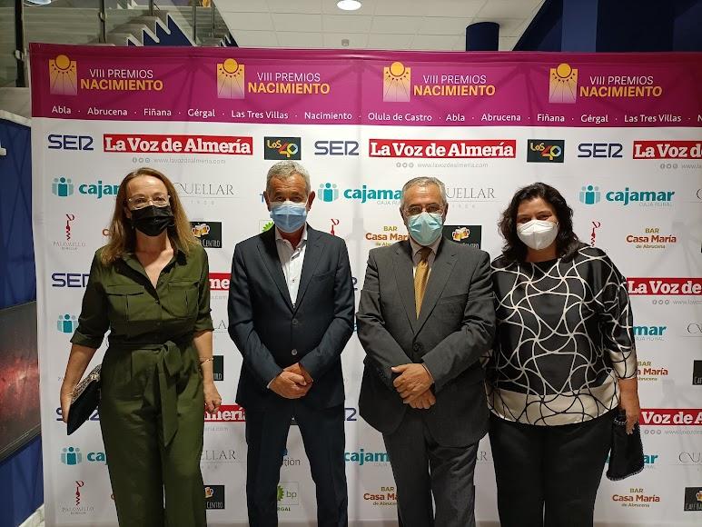 Antonia S. Villanueva, subdirectora de LA VOZ; Guillermo Mesas, portavoz del PP Olula de Castro; Miguel Guijarro, alcalde de Gérgal; y Matilde Díaz, diputada provincial del PFEA.
