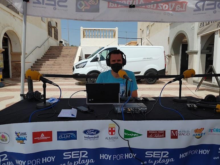 Fran García a punto de empezar el programa \'Hoy por Hoy Almería\'
