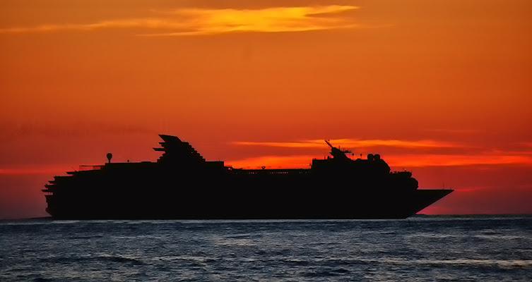 Silhouette Nave di Franco Cantarello