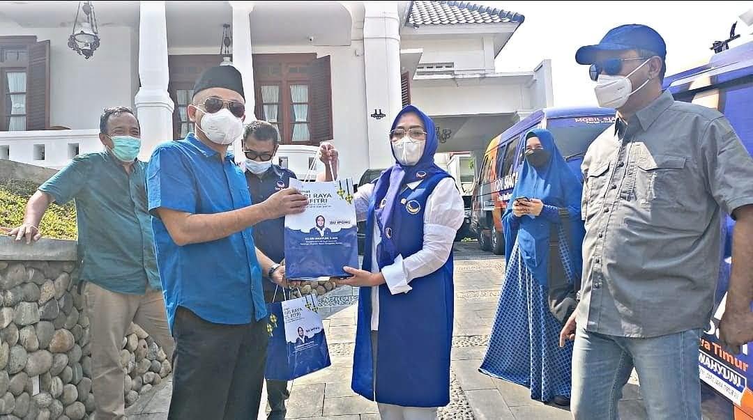 Hj Sri Wahyuni Bagikan Paket Lebaran Untuk Wilayah Mataraman