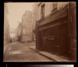 Photo: Un Coin Rue St. Medard au No. 11 (5e)