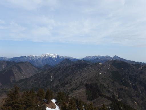 山頂から雨乞岳・御在所岳方面