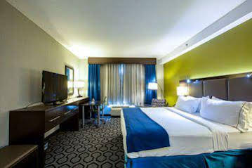Holiday Inn Express and Suites Charleston ArptConv Ctr Area