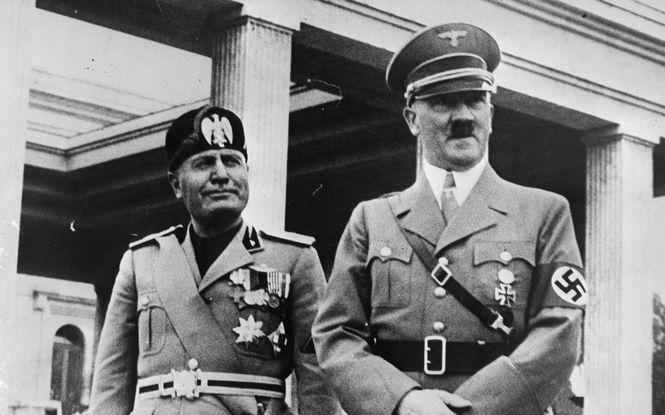 Глава фашистской Италии Бенито Муссолини и лидер Третьего Рейха Адольф Гитлер