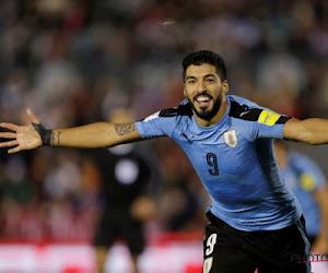 🎥 Gek én geniaal: Luis Suarez claimt penalty... na 'hands' van doelman