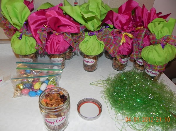 Here are my completed jars of Easter Granola and a little chocolate goodies on...