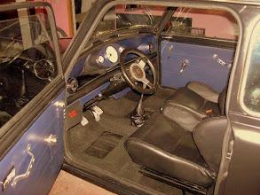 Photo: Innenraum in schwarzen und blauen Leder